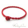 Красная нить в виде браслета (красная веревочка оберег на запястье)