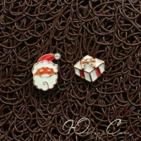 """Асимметричные сережки с эмалью """"Подарок Санты"""""""